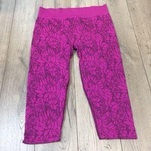 Fabletics Purple Capris Cropped Leggings Large